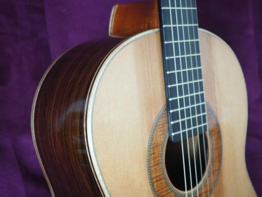 Guitare classique du luthier graham caldersmith disponible sur le site www.guitare-classique-concert.fr