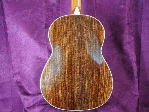 Guitare classique de concert du luthier graham caldersmith disponible sur le site www.guitare-classique-concert.fr table en cèdre dos et éclisse palissandre indien vue de dos