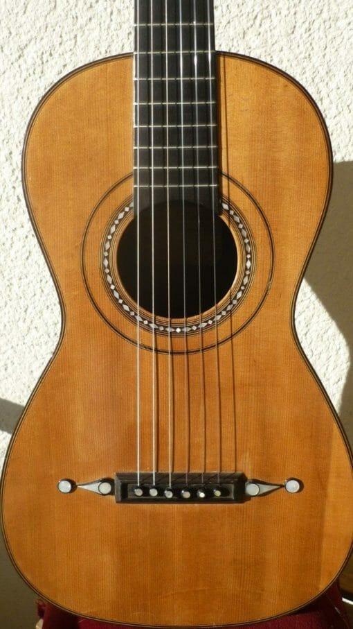 Guitare romantique Panormo louis 1850 tête de face