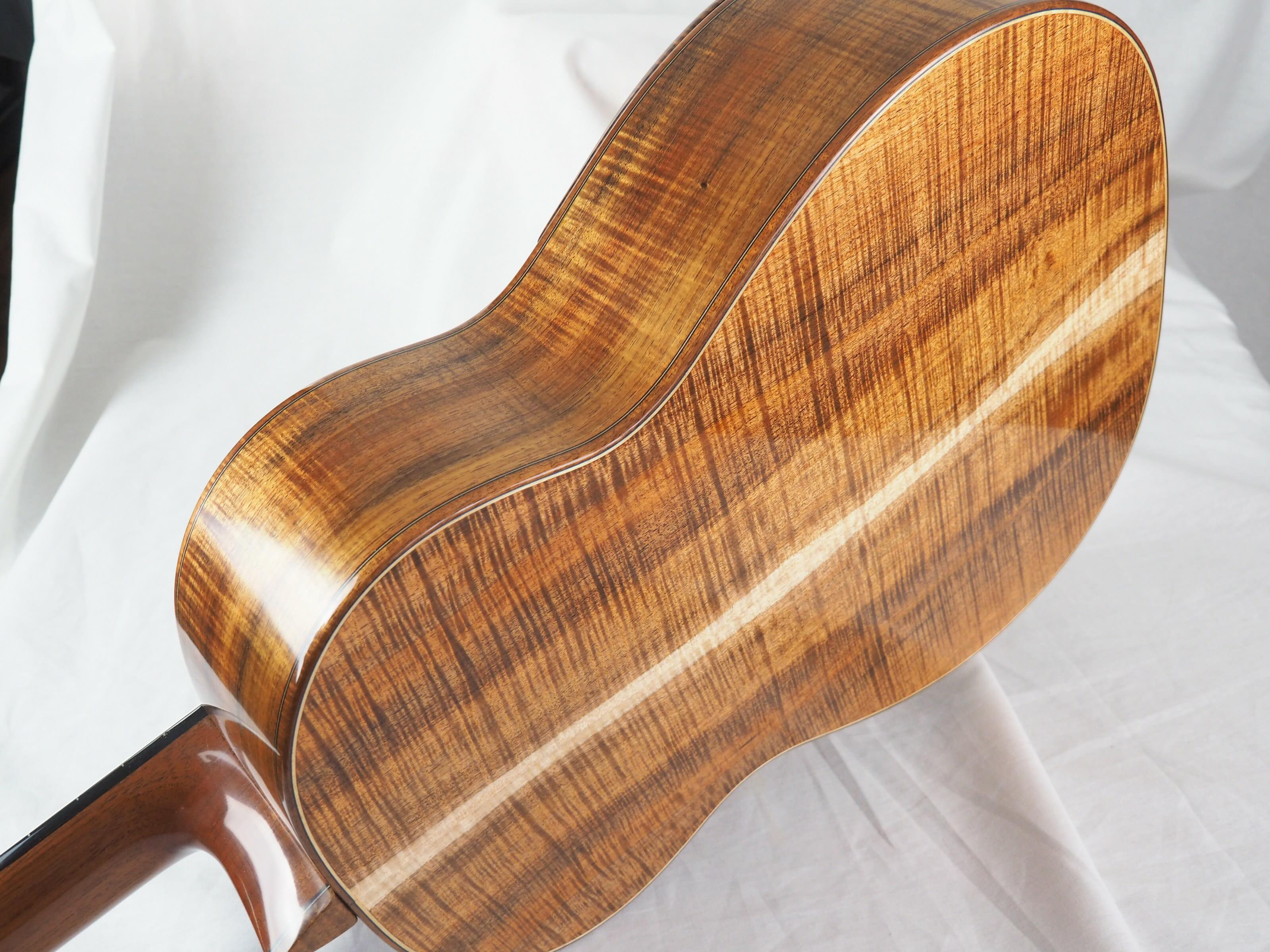 Graham Caldersmith luthier guitare classique No 19CAL113-01