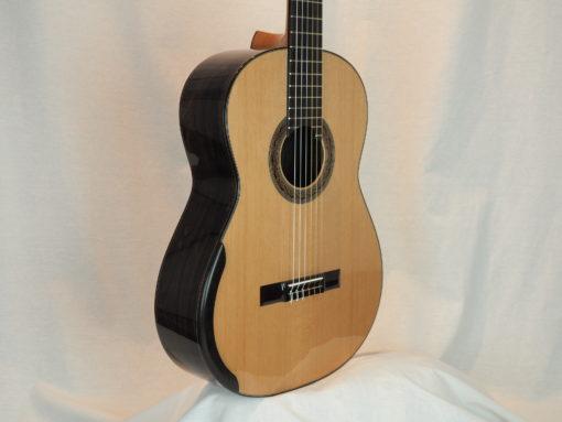 Kim Lissarrague luthier www.guitare-classique-concert.fr No 335 19LIS335-07