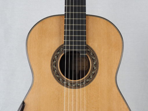 Charalampos Koumridis luthier Guitare classique www.guitare-classique-concert.fr 19KOU120-02