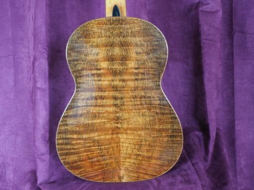 guitare classique de concert du luthier John Price - australie - table en cèdre et dos et éclisses en bois de myrte, barrage lattice. sonorité puissante