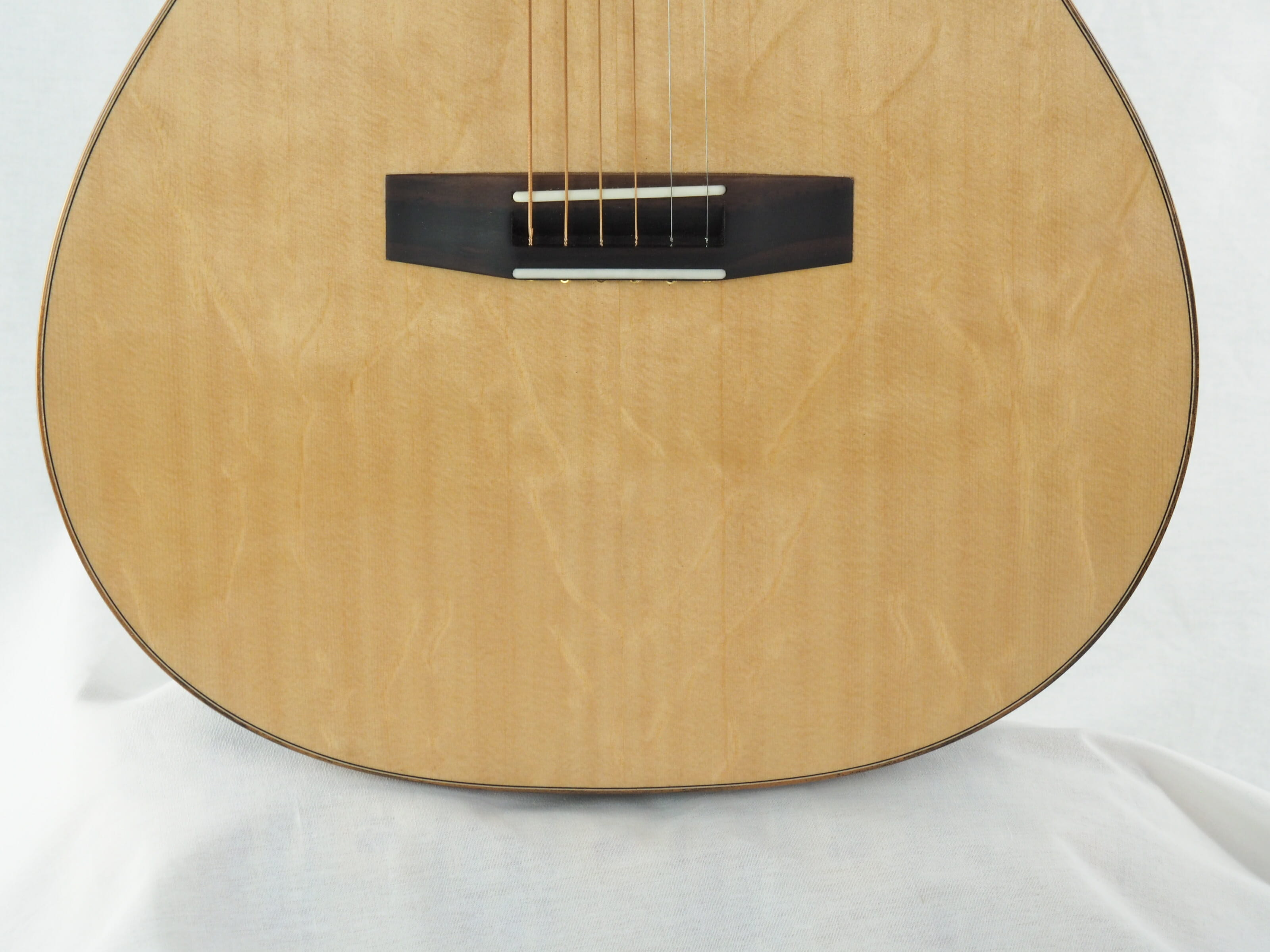 Kevin Muiderman luthier guitare acoustique No 19MUI223-07