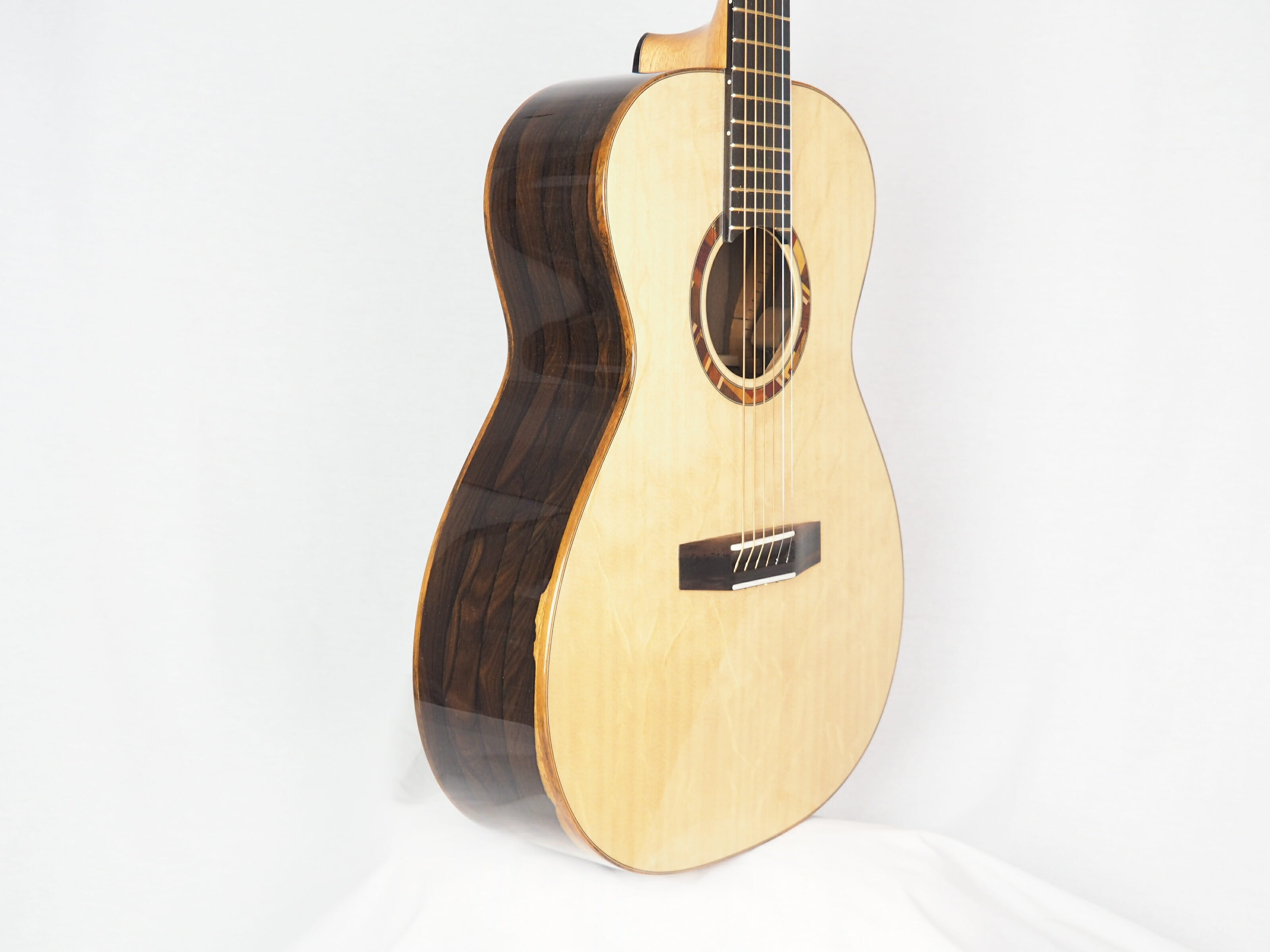 Kevin Muiderman luthier guitare acoustique No 19MUI223-06