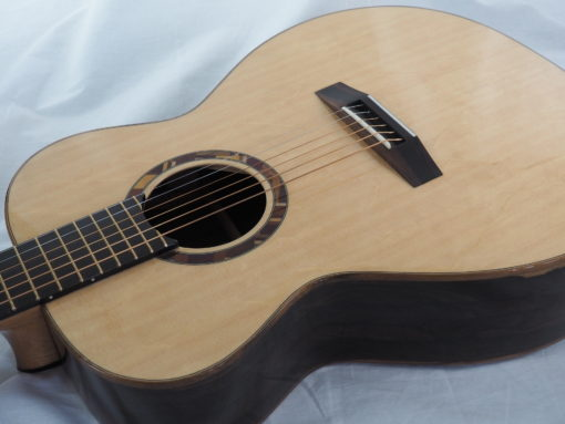 Kevin Muiderman luthier guitare acoustique No 19MUI223-03