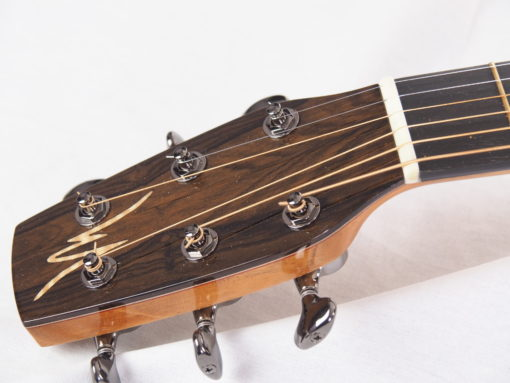Kevin Muiderman luthier guitare acoustique No 19MUI223-02