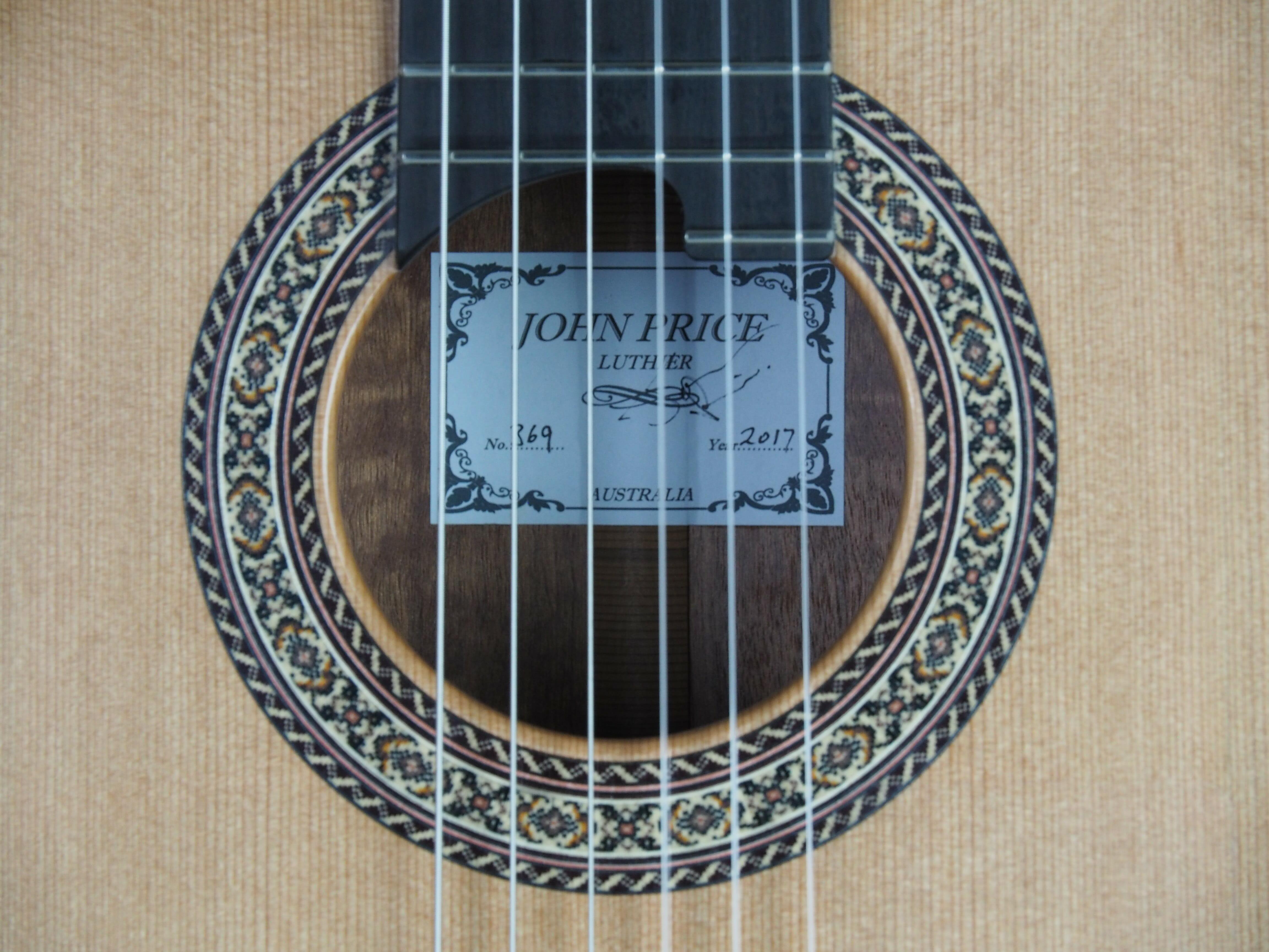 Luthier John Price guitare classique