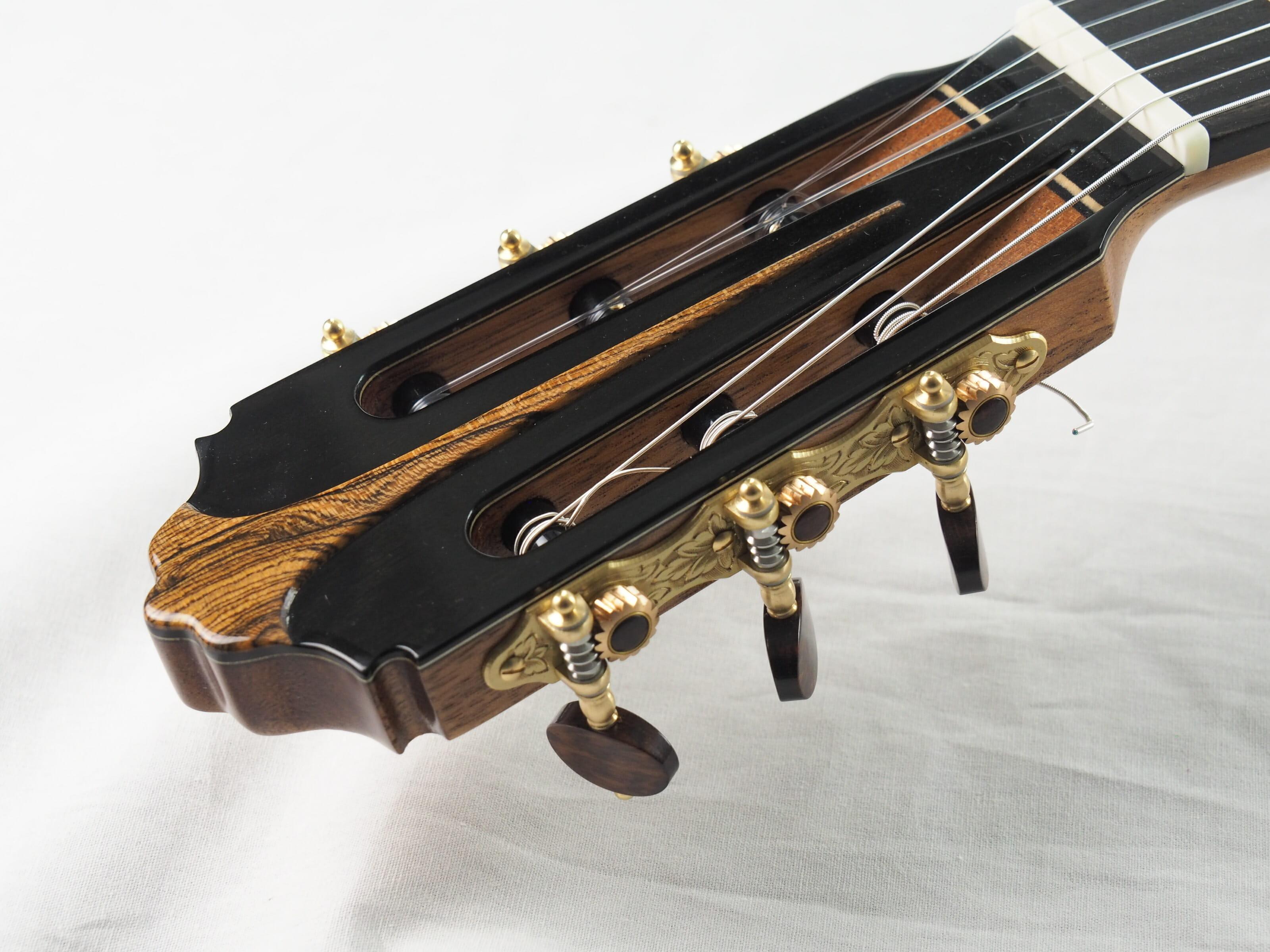 Luthier Charalampos Koumridis guitare classique N°139 19KOU139-01