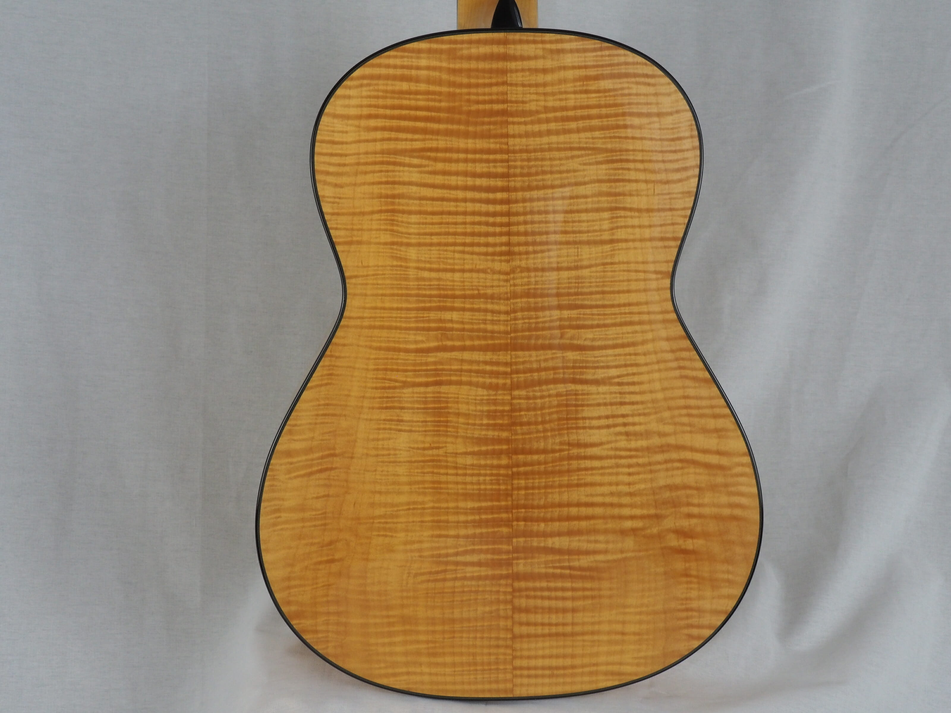 Kim Lissarrague guitare classique luthier No 19LIS311-07