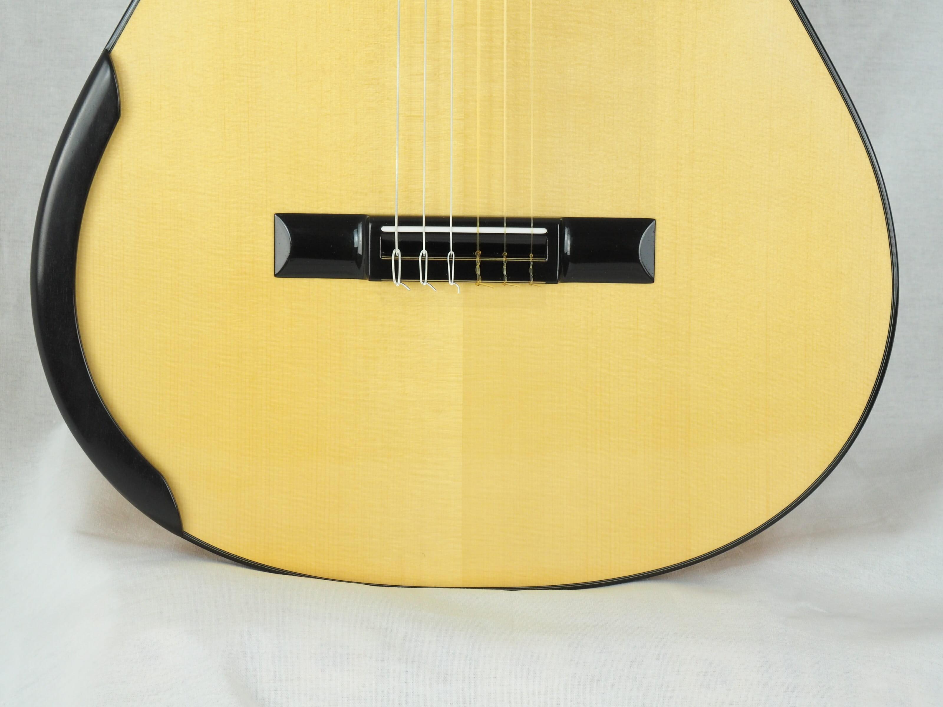 Kim Lissarrague guitare classique luthier No 19LIS311-14