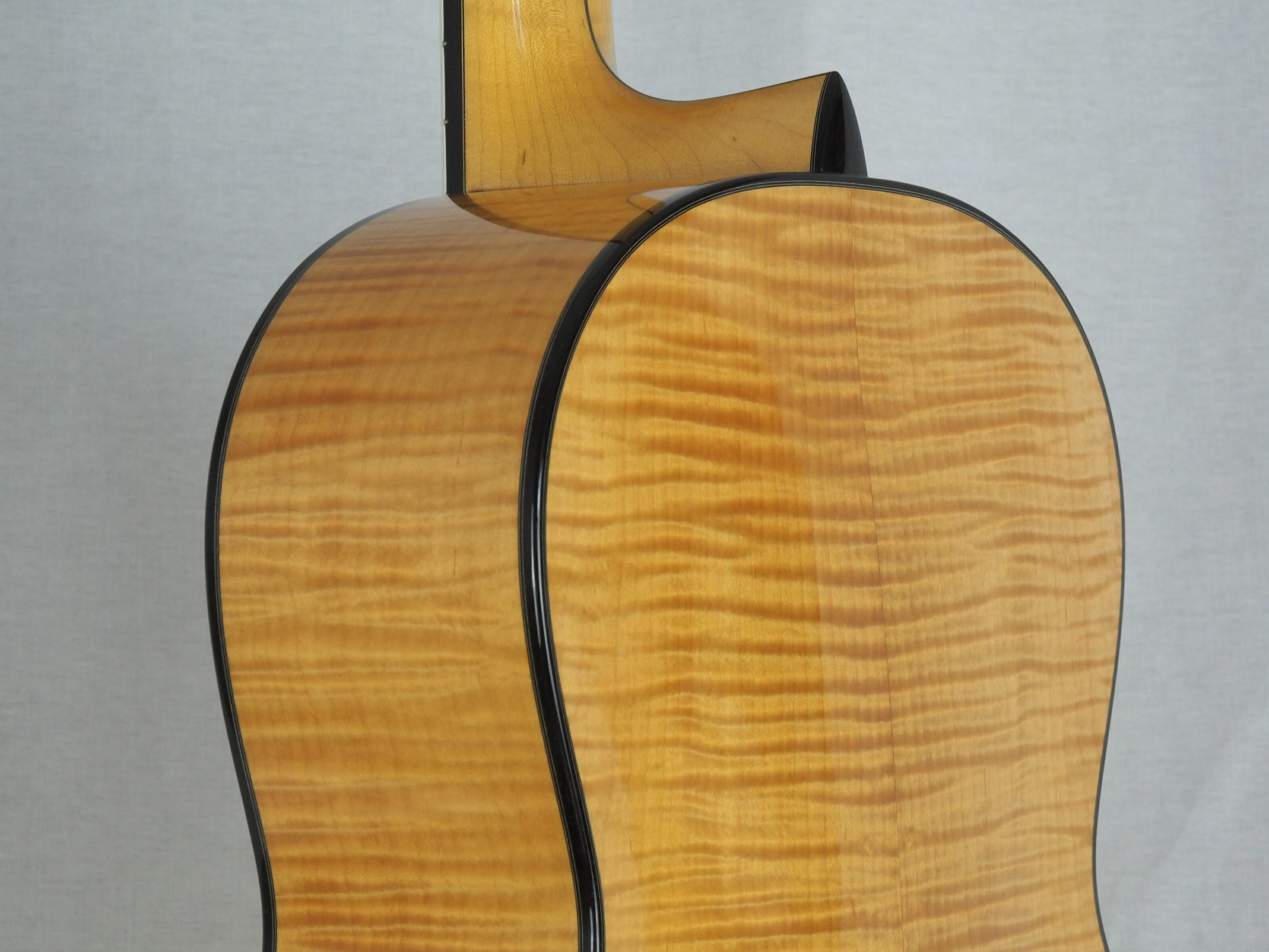 Kim Lissarrague guitare classique luthier No 19LIS311-09